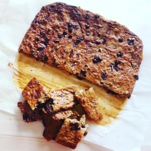 חטיף חלבון טבעוני ושוקולד