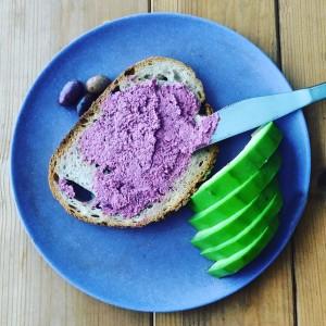 תזונה טבעונית לספורטאים. ממרח אגוזי מלך וסלק