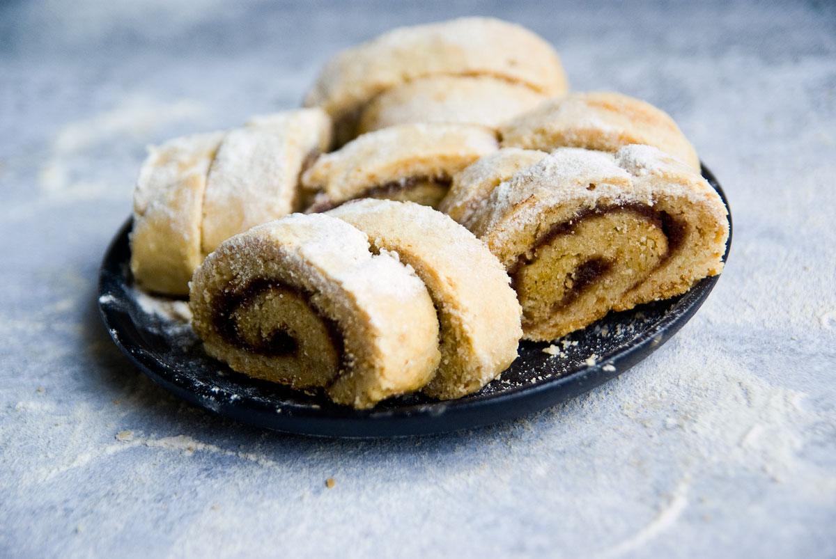 עוגיות תמרים מבצק יוגורט