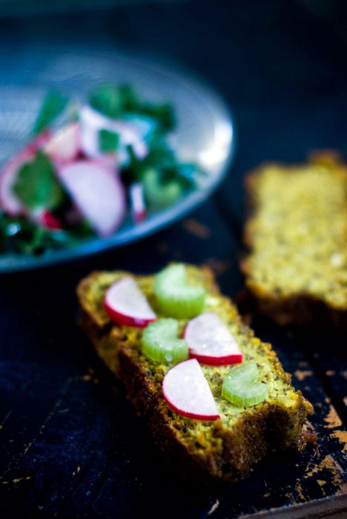 לחם טחינה טבעוני, עם שעועית מש וכורכום
