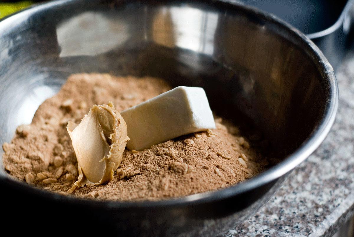 קינוח טבעוני כשר לפסח - ריבועי שוקולד וחמאת בוטנים