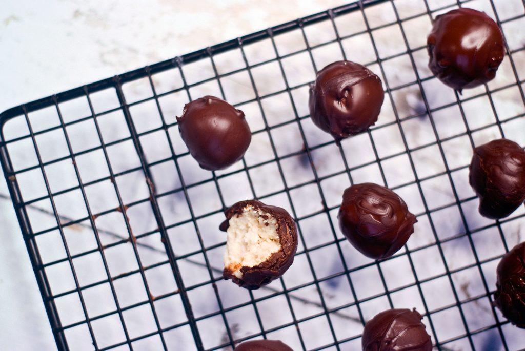 כדורי קוקוס ושוקולד