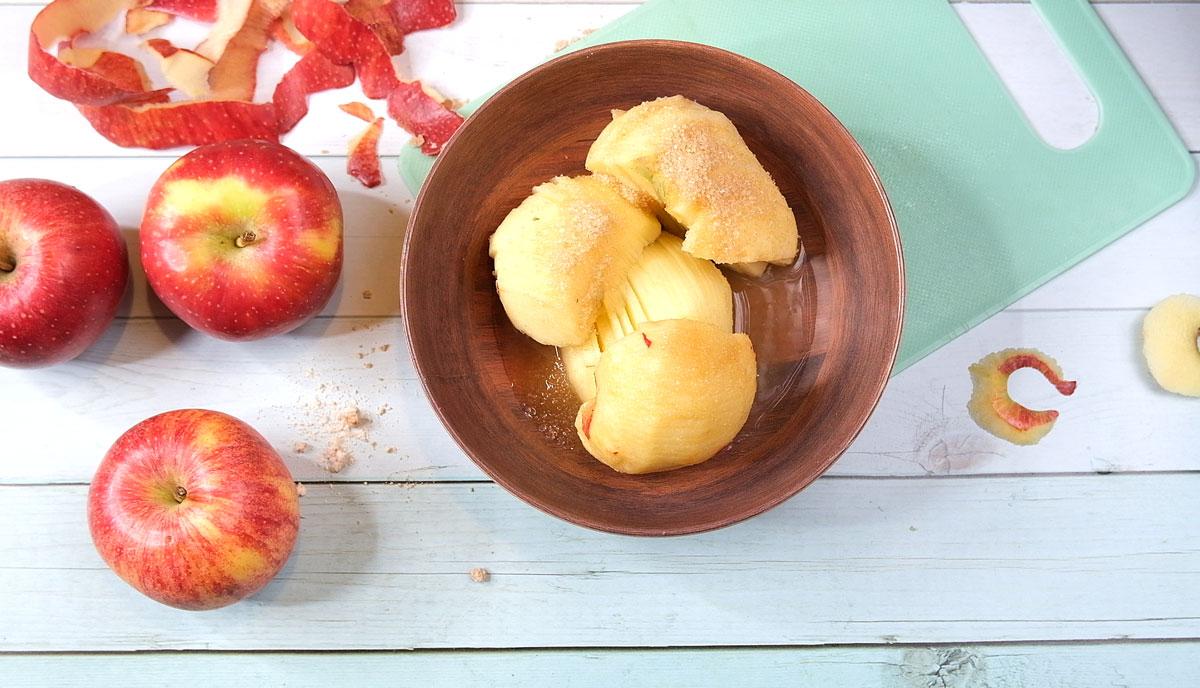 אופים כ- 30 דקות עד שהבצק אפוי והתפוחים רכים