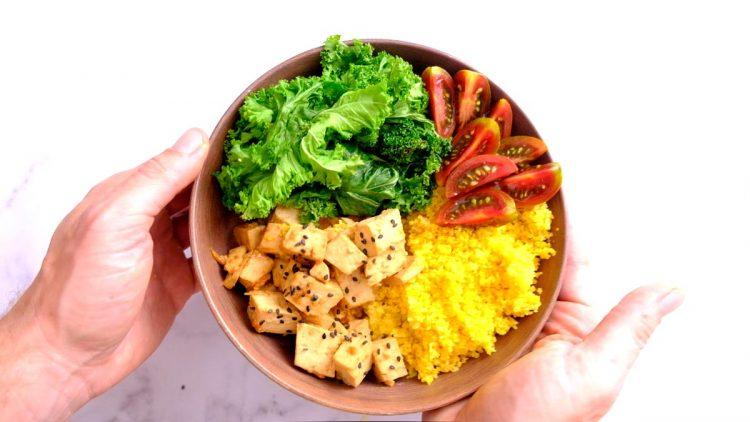 מה טבעוני אוכל ביום?